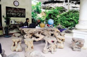 """Những bộ bàn ghế """"gây choáng"""" của đại gia Việt"""